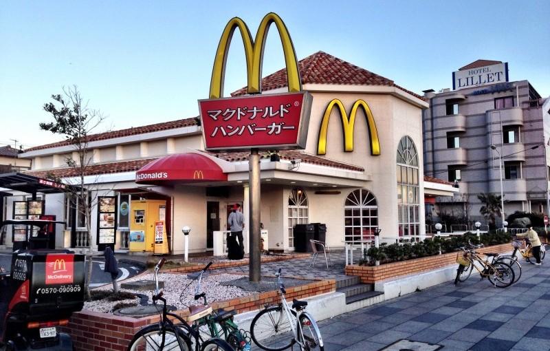 湘南の犬と入れる<span>カフェ&レストラン</span><span>″マクドナルド江の島店″</span>